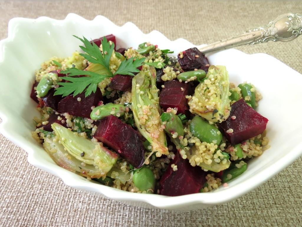 Sałatka z quinoa fenkułem i burakiem z niejednego garnka 1s