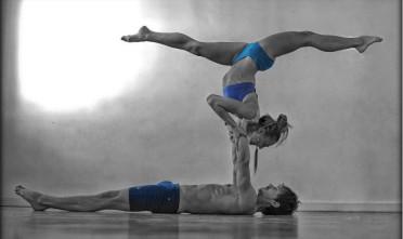 AcroYoga joga Solar practice - praktyka słoneczna, Ewa Jaros i Michał Maciaszek fot: Aldona Filipiuk