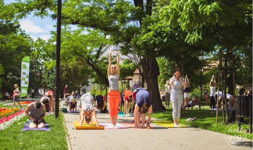 Międzynarodowy Dzień Jogi Flash Mob wŁodzi, fot.Hello Yoga, Konrad Baczyński