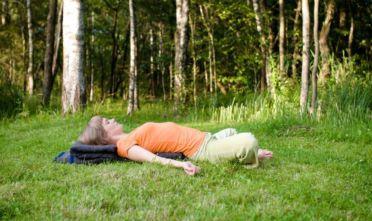 joga na stres przeczytaj jak joga pomaga na w redukcji stresu