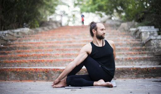 Krystian Mesjasz w Shanti Yoga Studio Białystok Wiosenne przebudzenie z Ashtanga Jogą 2018