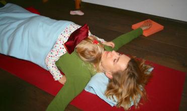 joga regeneracyjna, restorative yoga