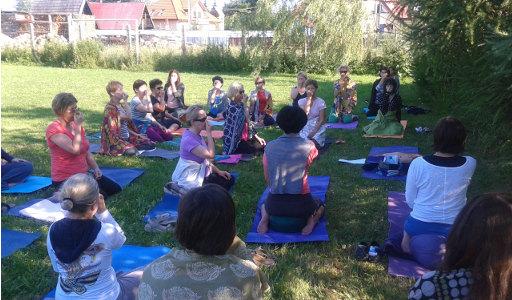 Happy Yoga Irena Kertyczak: Wakacje z jogą hormonalną i jogą wg Sivanandy (Ropki, Beskid Niski)
