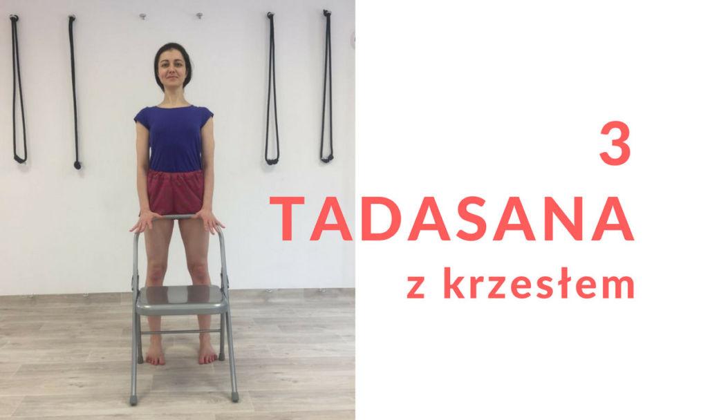 TADASANA z krzesłem podstawy jogi